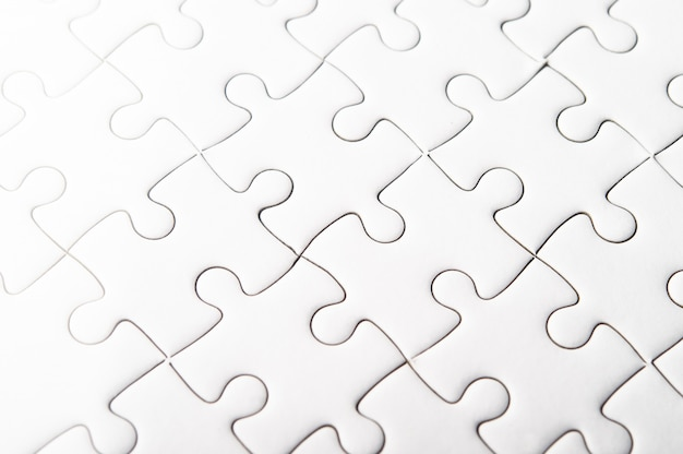Białe puzzle przedstawiają harmonię i siłę ludzi sukcesu.