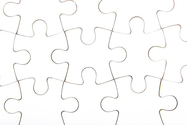 Białe puzzle, tło