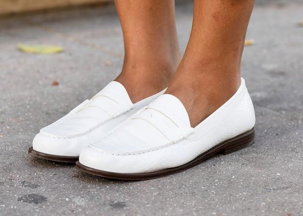 Białe skórzane mokasyny buty moda damska
