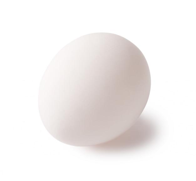 Białe surowe świeże jajka