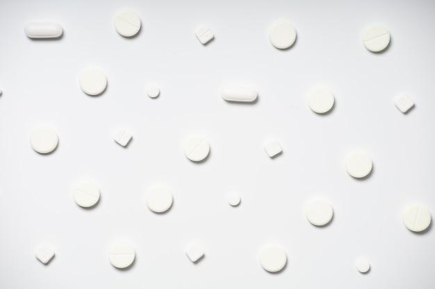 Białe tabletki na białym tle wzór