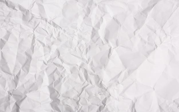 Białe tło zmięty papier