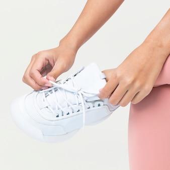 Białe trampki treningowe unisex odzież sportowa sesja mody fashion