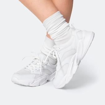 Białe trampki treningowe unisex odzież sportowa sesja mody