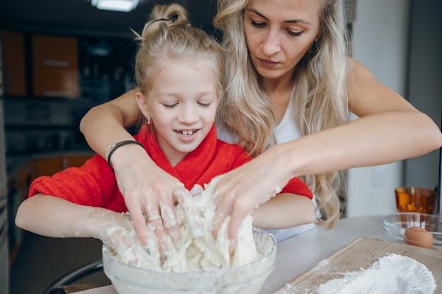 Białe włosy miska piękny domowej roboty