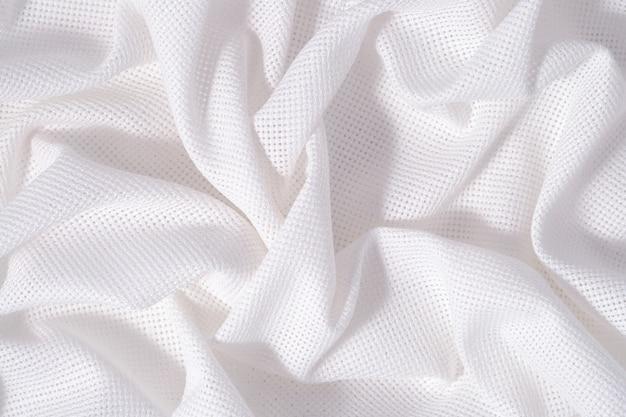 Białe zmięte płótno bawełniane do robótek ręcznych jako tekstura tła