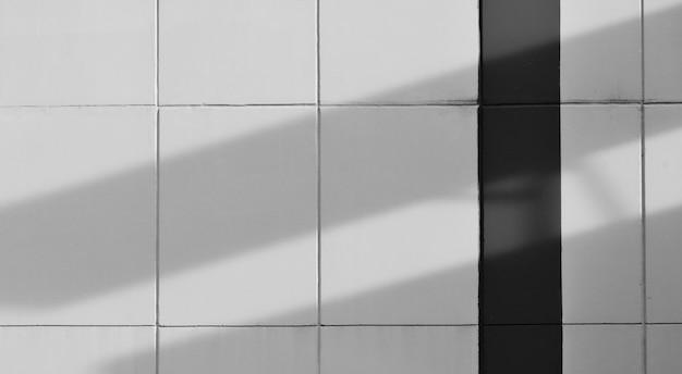 Białego cementu ściana z linią i cieniem