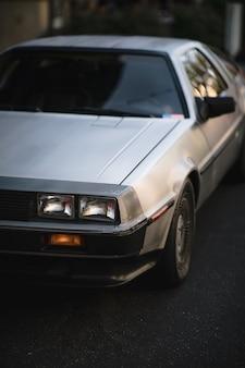 Biało-szare coupe