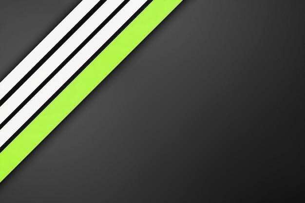 Biało-zielone proste paski na szarym tle. 3d linie nowoczesny design, paski geometryczne kształty perspektywa
