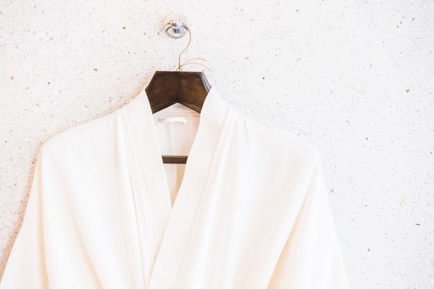 Biały bathrope