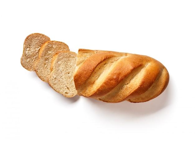 Biały chleb krojony. bochenek na białym tle