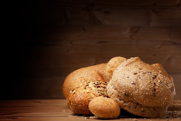 Biały chleb na drewniane tła