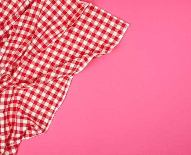Biały czerwony ręcznik kuchenny w kratkę
