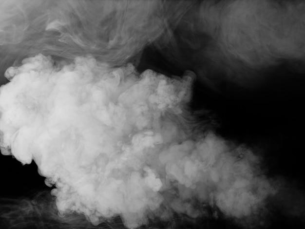 Biały dym tekstury na czarnym tle