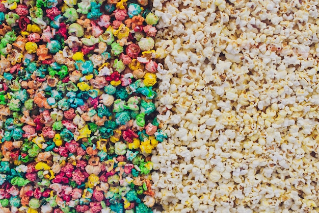 Biały i zwykły popcorn
