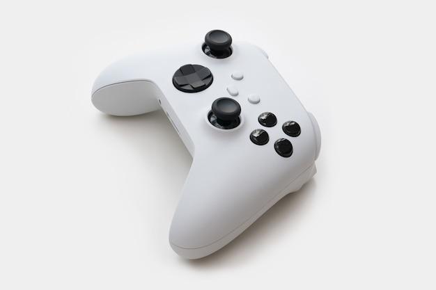 Biały kontroler gier następnej generacji na białym tle