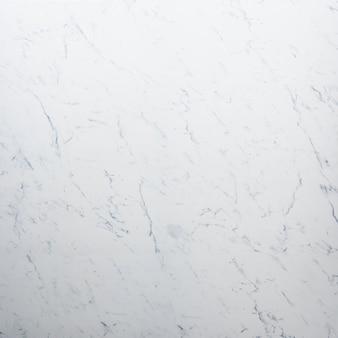 Biały marmurkowaty kamień tło