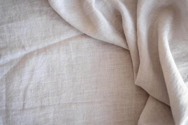 Biały materiał na krawiectwo