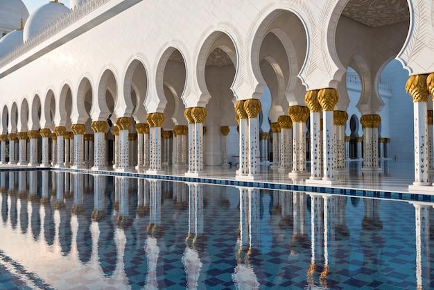 Biały meczet szejka zayeda w abu zabi