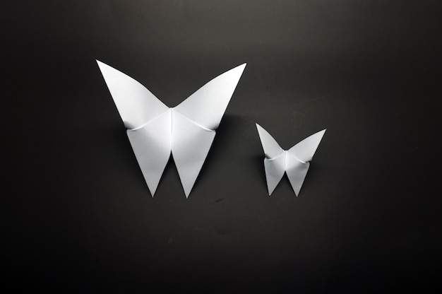 Biały motyl z papieru origami