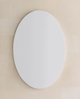 Biały owal znak na ścianie makieta