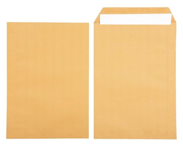 Biały papier w otwartej brązowej kopercie