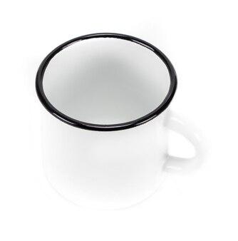 Biały pusty kubek emaliowany na białym tle