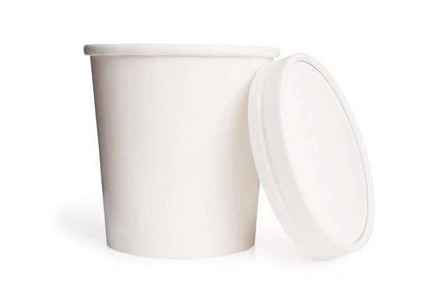 Biały pusty papierowy kubek z pokrywką