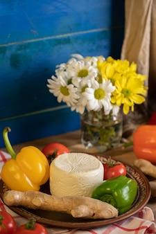 Biały ser z papryką i imbirem