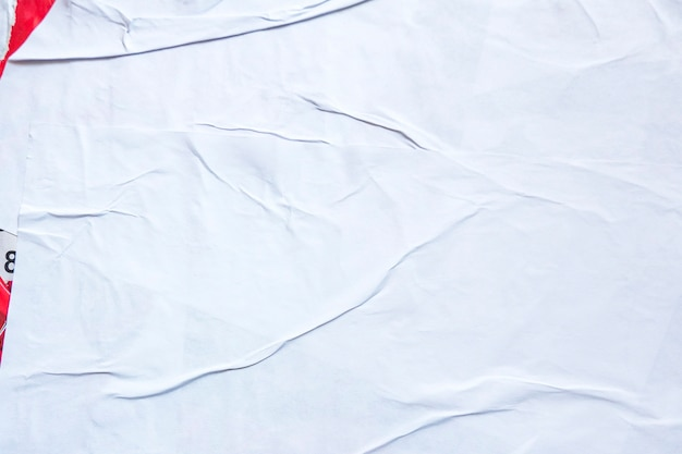 Biały stary grunge zgrywanie rozdarty kolaż plakaty pognieciony zmięty papier afisz tekstury tło z ...