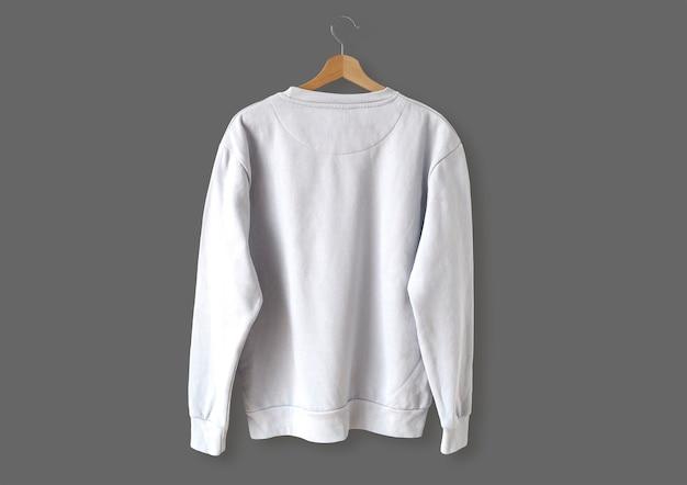 Biały sweter z tyłu
