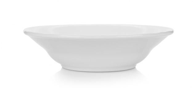 Biały talerz ceramiczny na białej powierzchni