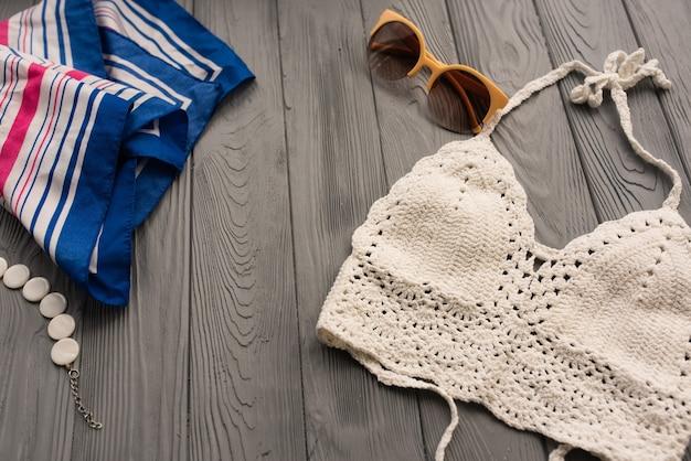 Biały top z dzianiny damski modny dwuczęściowy strój kąpielowy plażowe stroje kąpielowe modne okulary przeciwsłoneczne lato