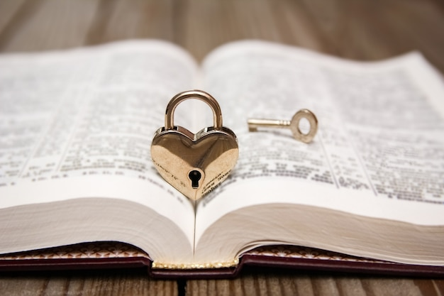 Biblia i szczęśliwych walentynek w miłości