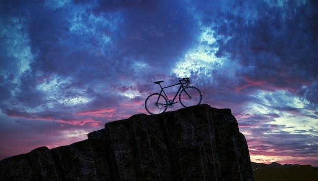 Bicykl na górze góry z zmierzchu niebem