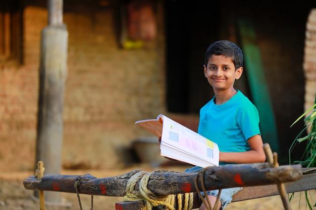 Biedne dziecko studiuje w domu