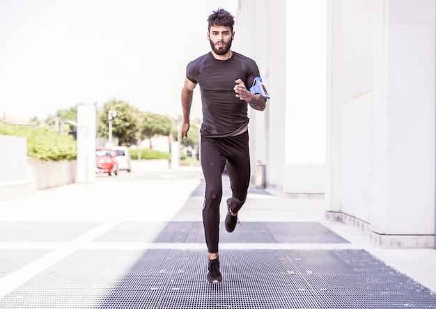 Biegacz na ulicy