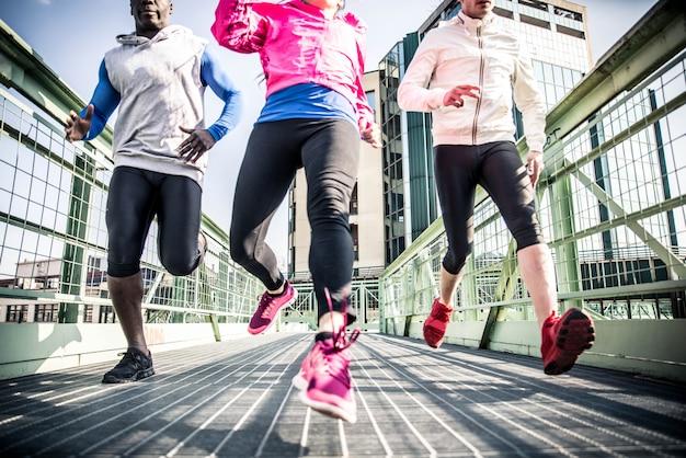 Biegacze na ulicy