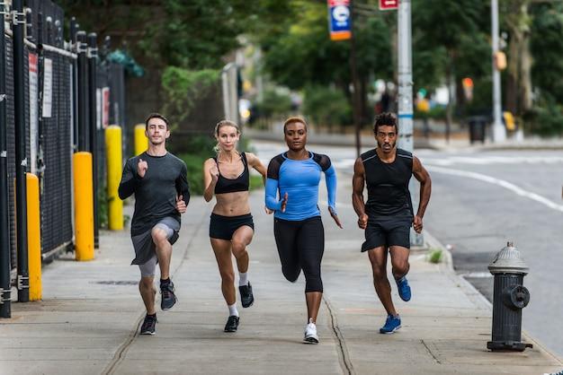 Biegacze trenujący w nowym jorku