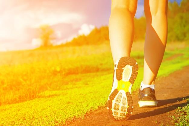 Bieganie na świeżym powietrzu trening jogging kobieta