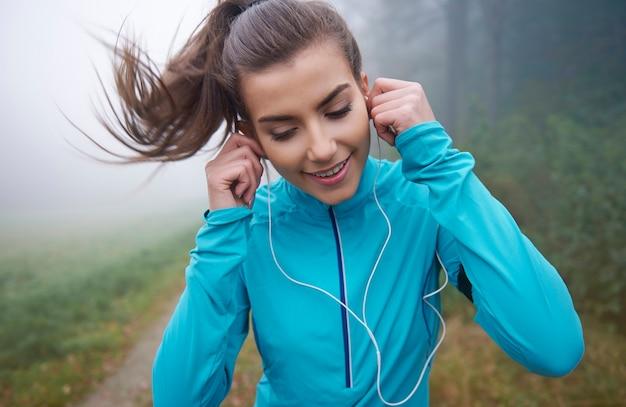Bieganie to czas z jej ulubionymi dźwiękami