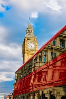 Big ben clock tower z london bus