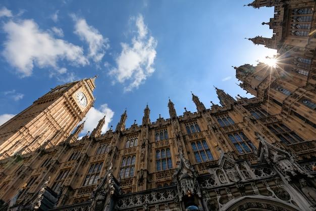 Big ben (elizabeth tower) w londynie