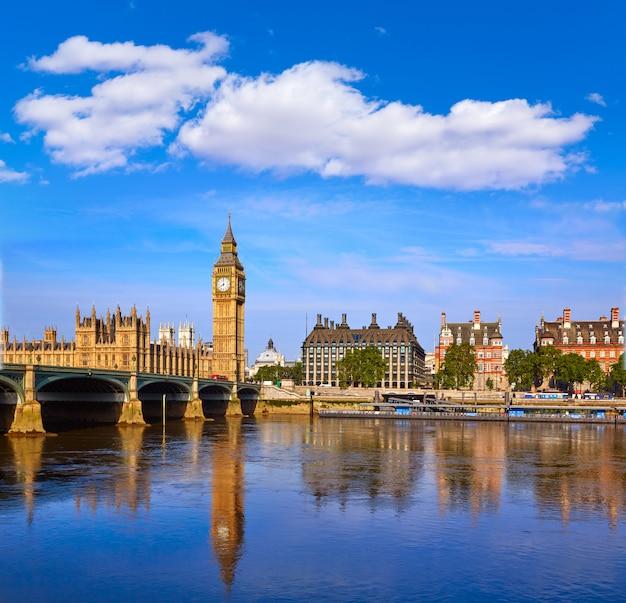 Big ben zegarowy wierza i thames rzeka londyn