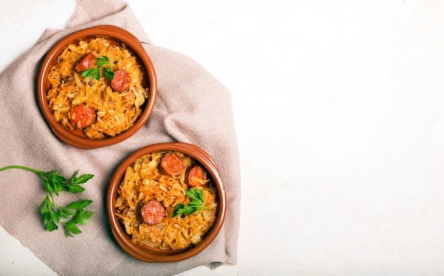 Bigos, tradycyjne polskie danie z kapustą
