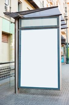 Billboard na przystanku autobusowym
