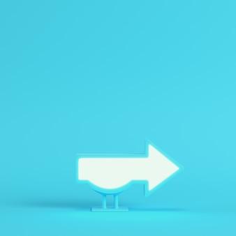 Billboard w kształcie strzałki na jasnoniebieskim tle w pastelowych kolorach. renderowania 3d