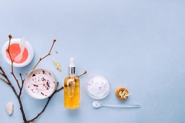 Bio kosmetyki organiczne ze składnikami ziołowymi. naturalny ekstrakt z bursztynu, olejki ze złota, serum.