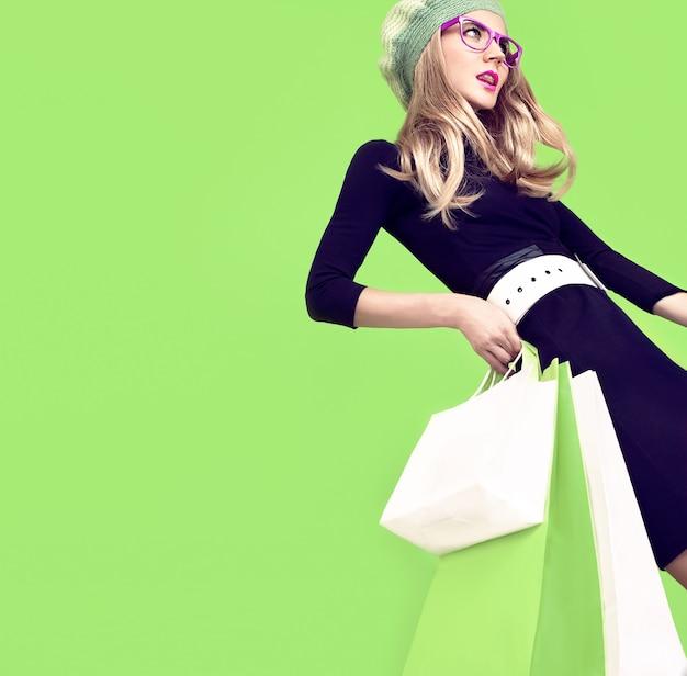 Bio zakupy moda dziewczyna na zielono