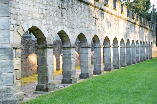 Bishop, auckland, wielka brytania 27 lipca 2021. budynek starego zamku biskupa auckland. na północ od wielkiej brytanii, popularne miasto do odwiedzenia.